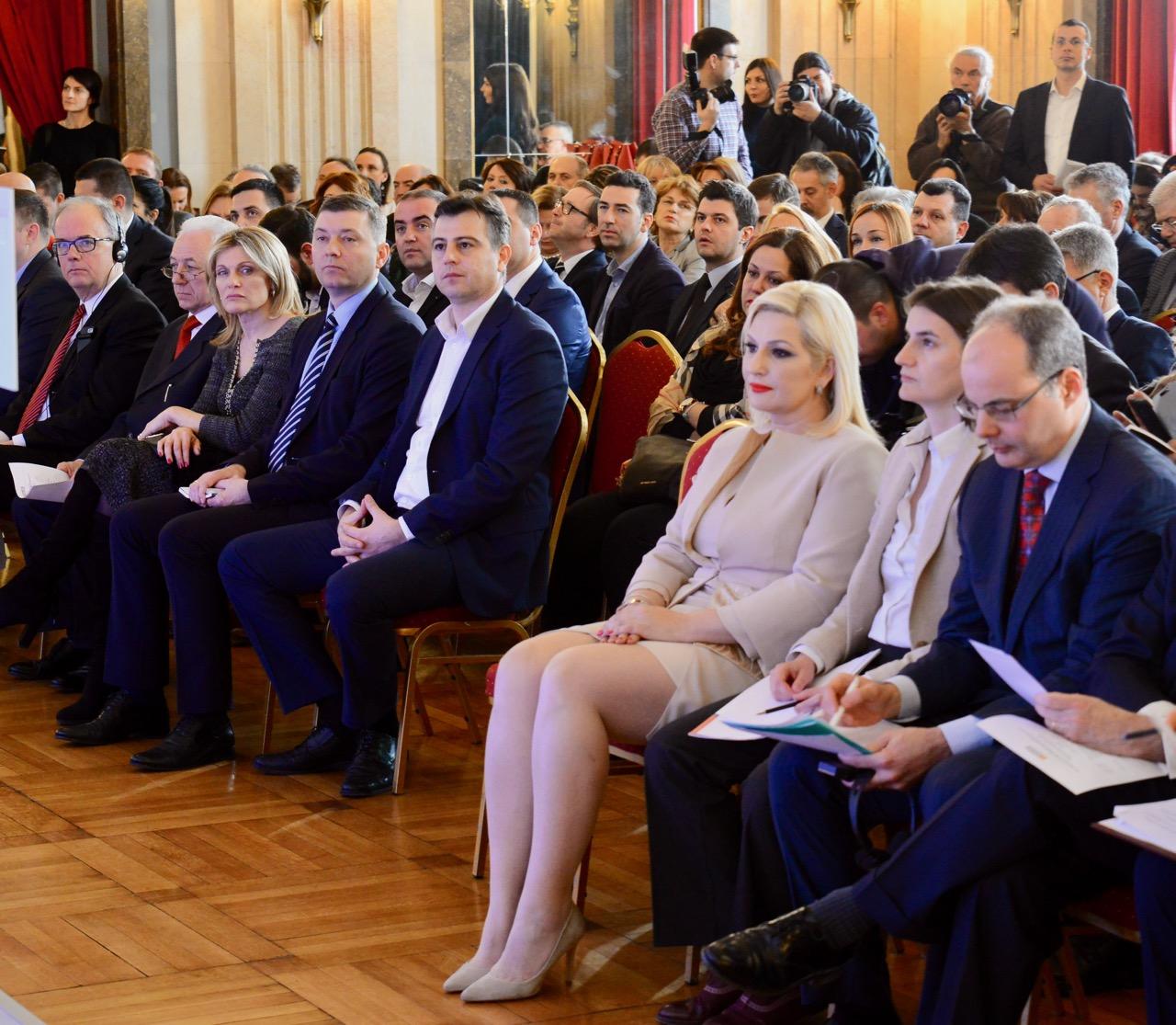 Photo of NALED dodelio nagradu Reformator godine Zorani Mihajlović i predstavio deveto izdanje Sive knjige sa 100 preporuka za smanjenje birokratije