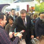 Premijer Vučić obišao štand Pirota na Sajmu turizma, oduševio se kačkavaljem i peglanom kobasicom