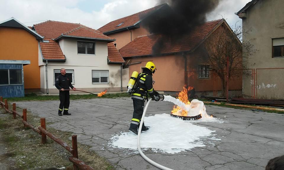 Photo of Mališani posetili Vatrogasno spasilačku četu
