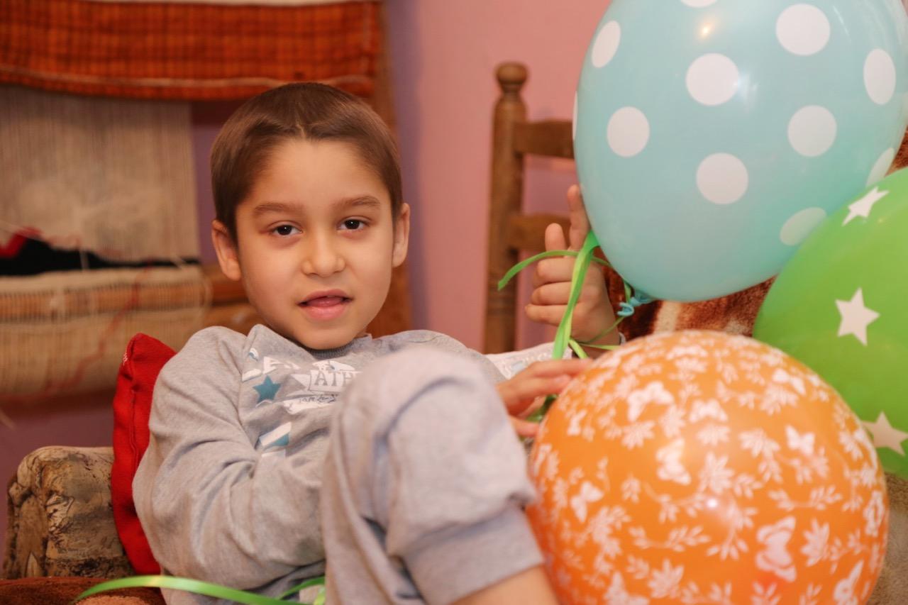 Photo of Humani maturanti obišli malog Radeta Durmiševića, koji boluje od teške bolesti