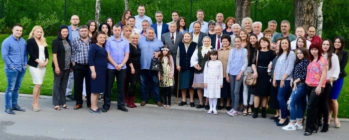 Photo of Familija Jovanović – porodica za primer, dobili stotog člana, a po slozi im nema ravnih