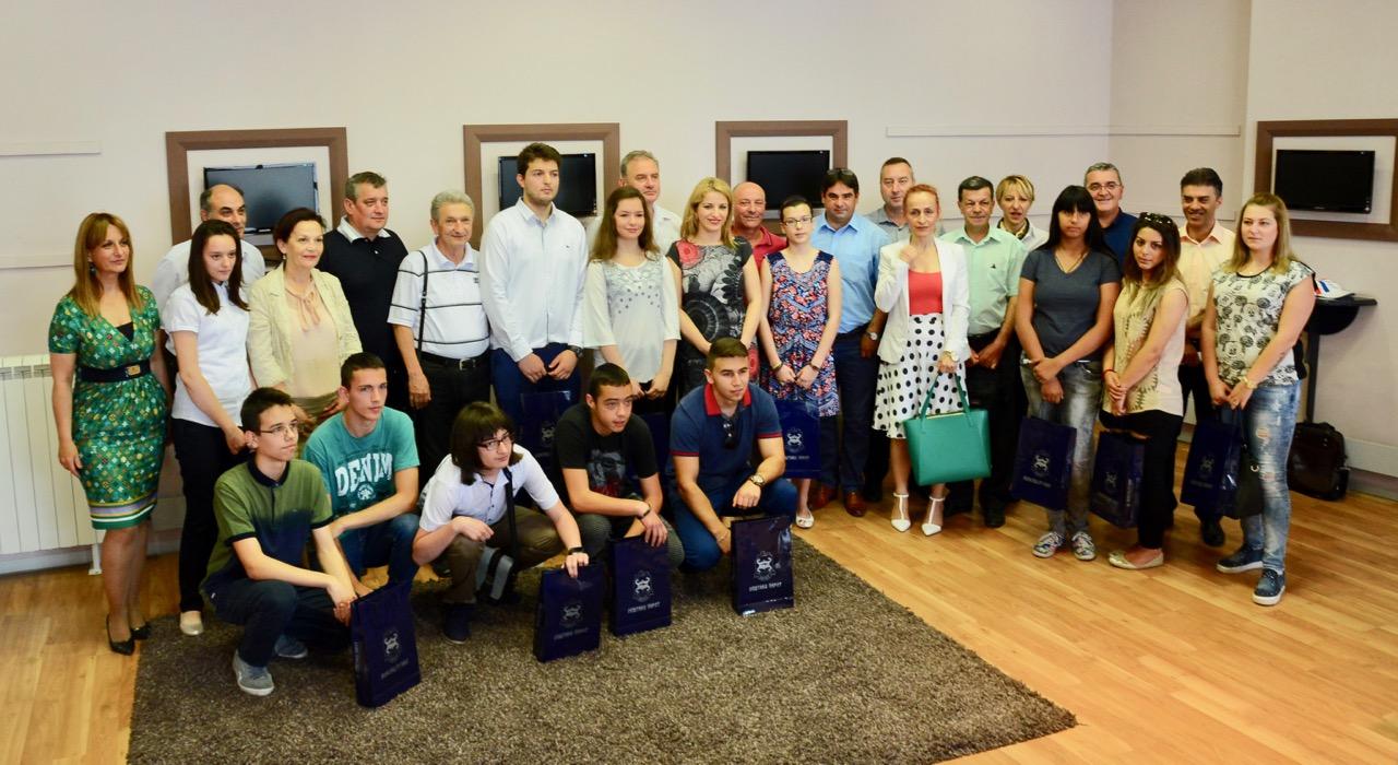 Photo of Grad ulaže u budućnost – prijem i pokloni za učenike generacija pirotskih škola