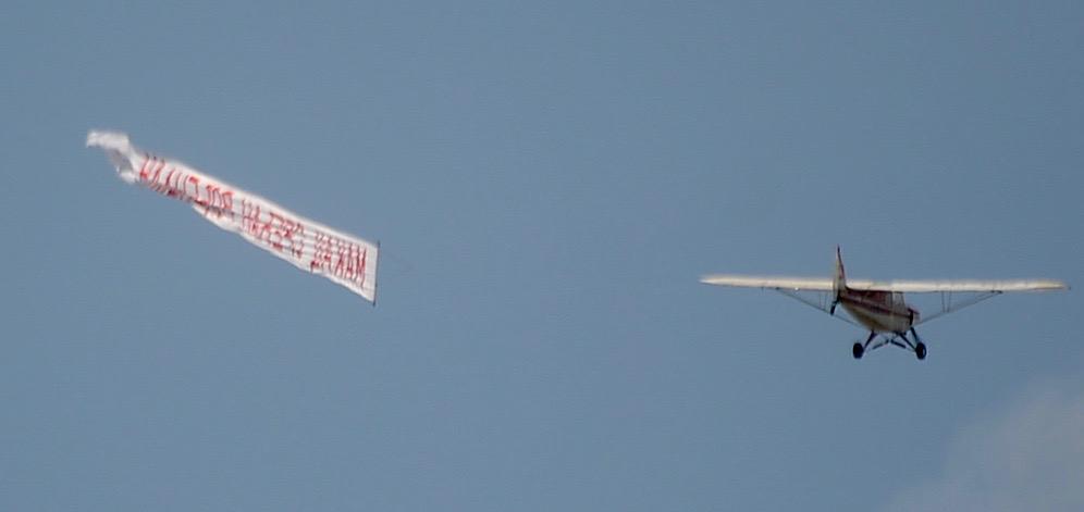 Photo of Redak gest – rođendanska čestitka na nebu iznad Pirota