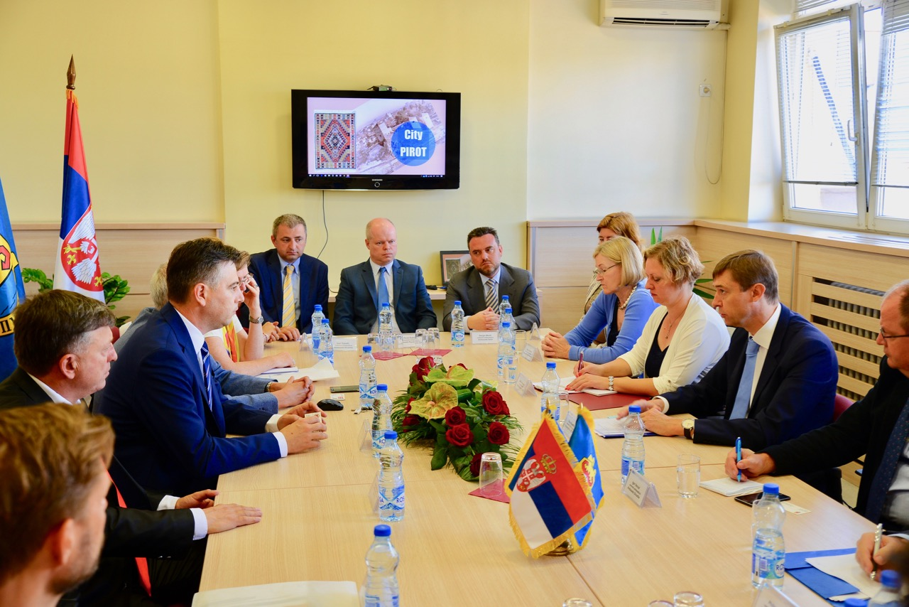 Photo of Pirot danas diplomatski centar zemlje – predstavnici 14 ambasada na Sajmu EU projekata