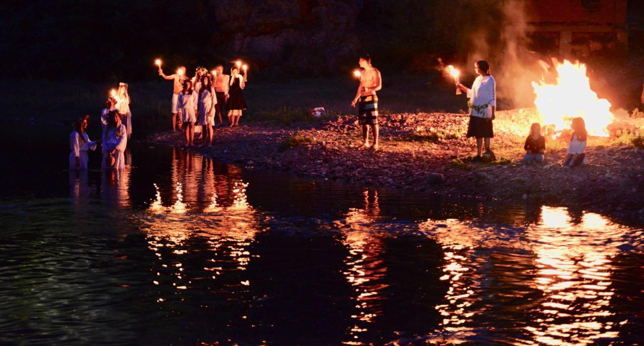 Photo of Temštani organizovali proteste – palili sveće za spas Toplodolske reke