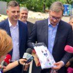 Novinarka iz Pirota poklonom iznenadila predsednika Srbije