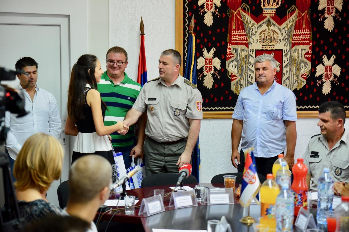 Photo of Priređen svečani ispraćaj kadeta iz Pirotskog okruga u srednje vojne škole i fakultete