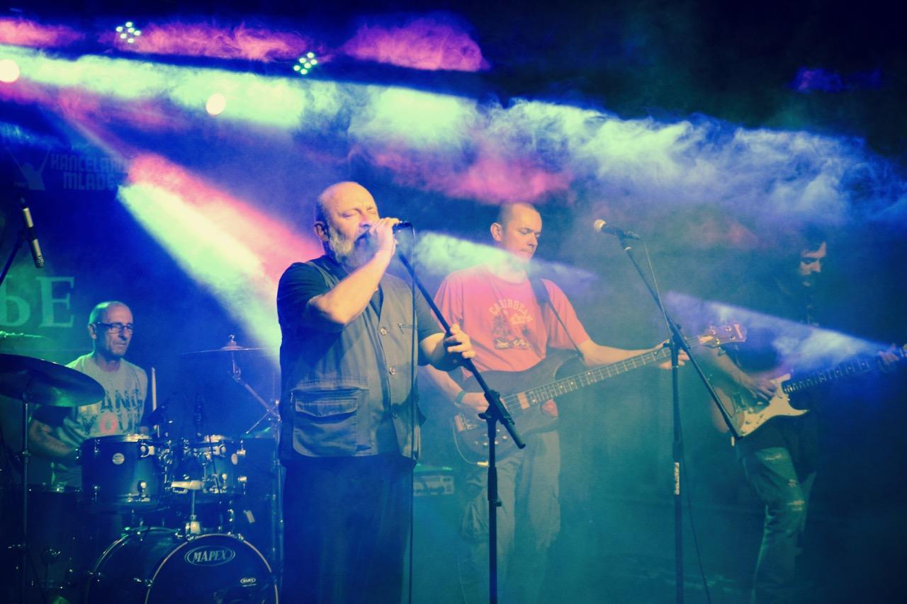 Photo of Pero Deformero i Bjesovi na desetom Osveženje festu oduševili publiku