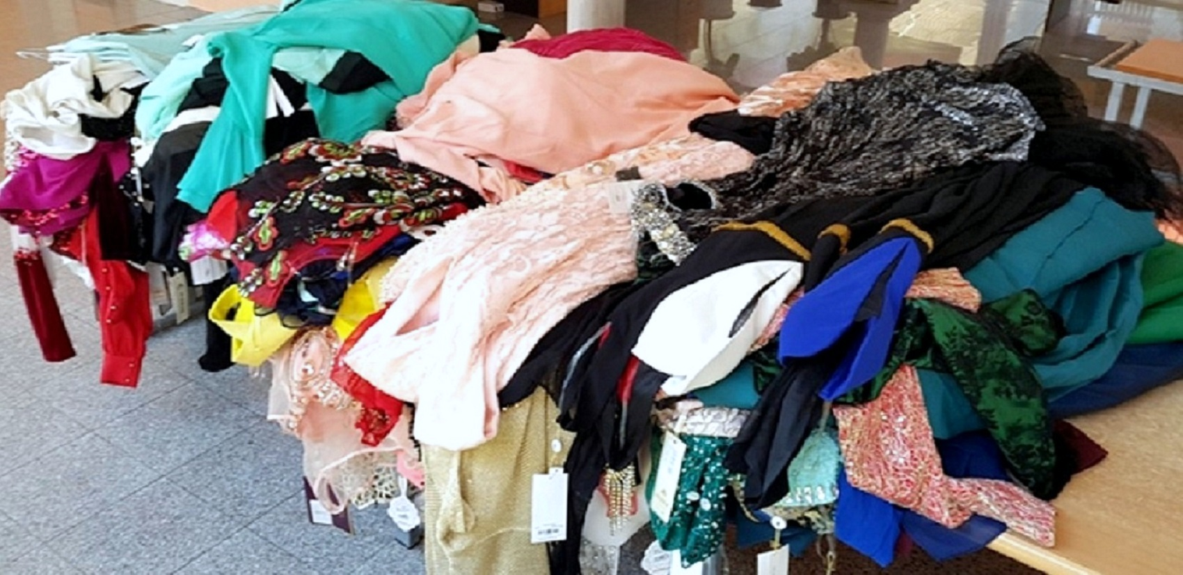 Photo of Na Gradini zaplenjeno više od sto svečanih haljina