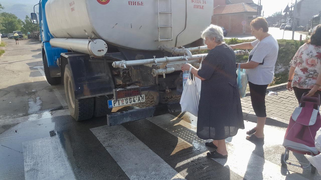 Photo of Cisterna sa pijaćom vodom danas u naselju Prčevac