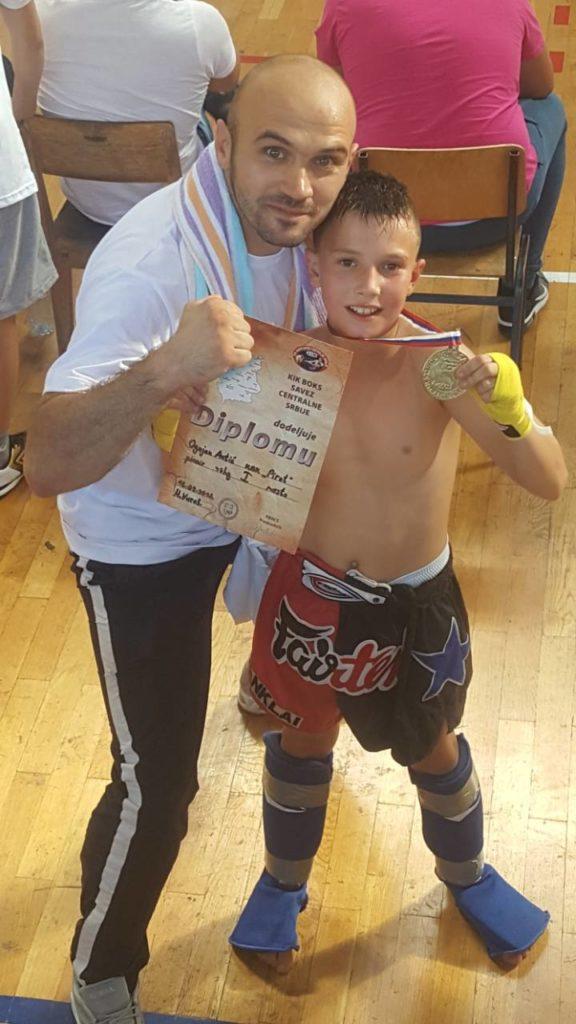 Ognjen Antić osvojio zlato za pirotske kik-boksere