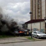 Izgoreo automobil u Ustaničkoj ulici – FOTO i VIDEO