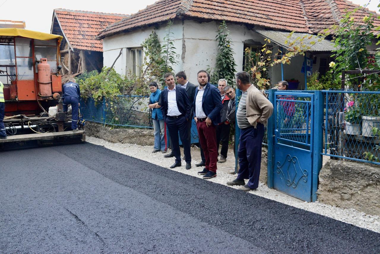 Photo of Vasić: Ove jeseni biće dosta radova, asfaltiranje u Sukovu, uskoro u Krupcu i drugim selima