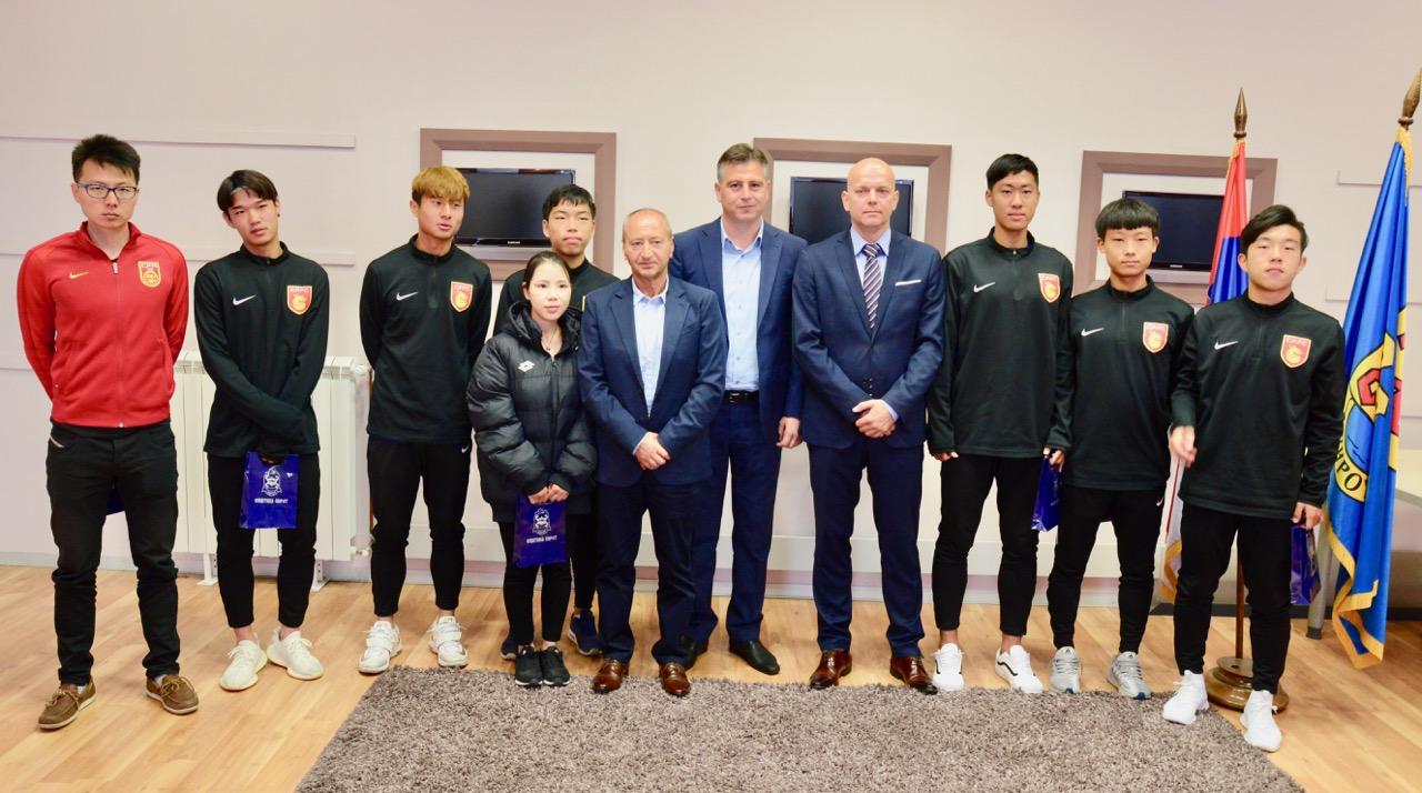 Photo of Kineski fudbaleri u Pirotu uče tajne fudbala