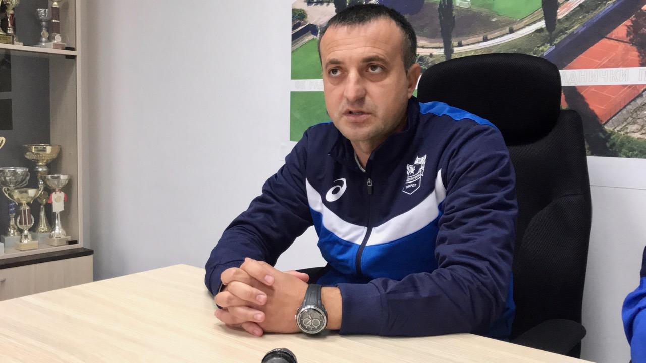 Photo of Lazarević: Jedino radom možemo da izađemo iz ove krize