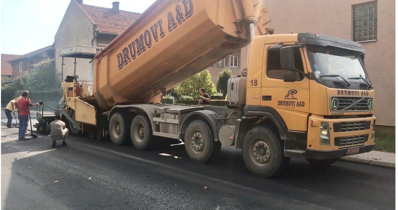 Photo of Takovska ulica dobila novi asfalt, radi se punom parom u gradu i selima