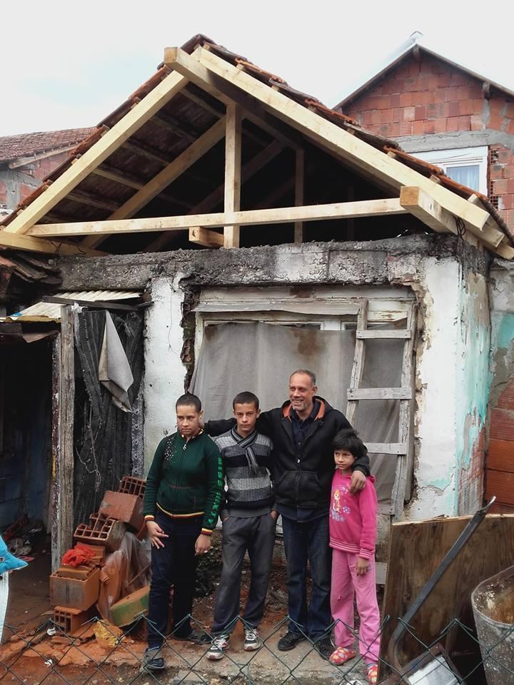 Photo of Stigla pomoć porodici Durmišević, mališani oduševljeni poklonima