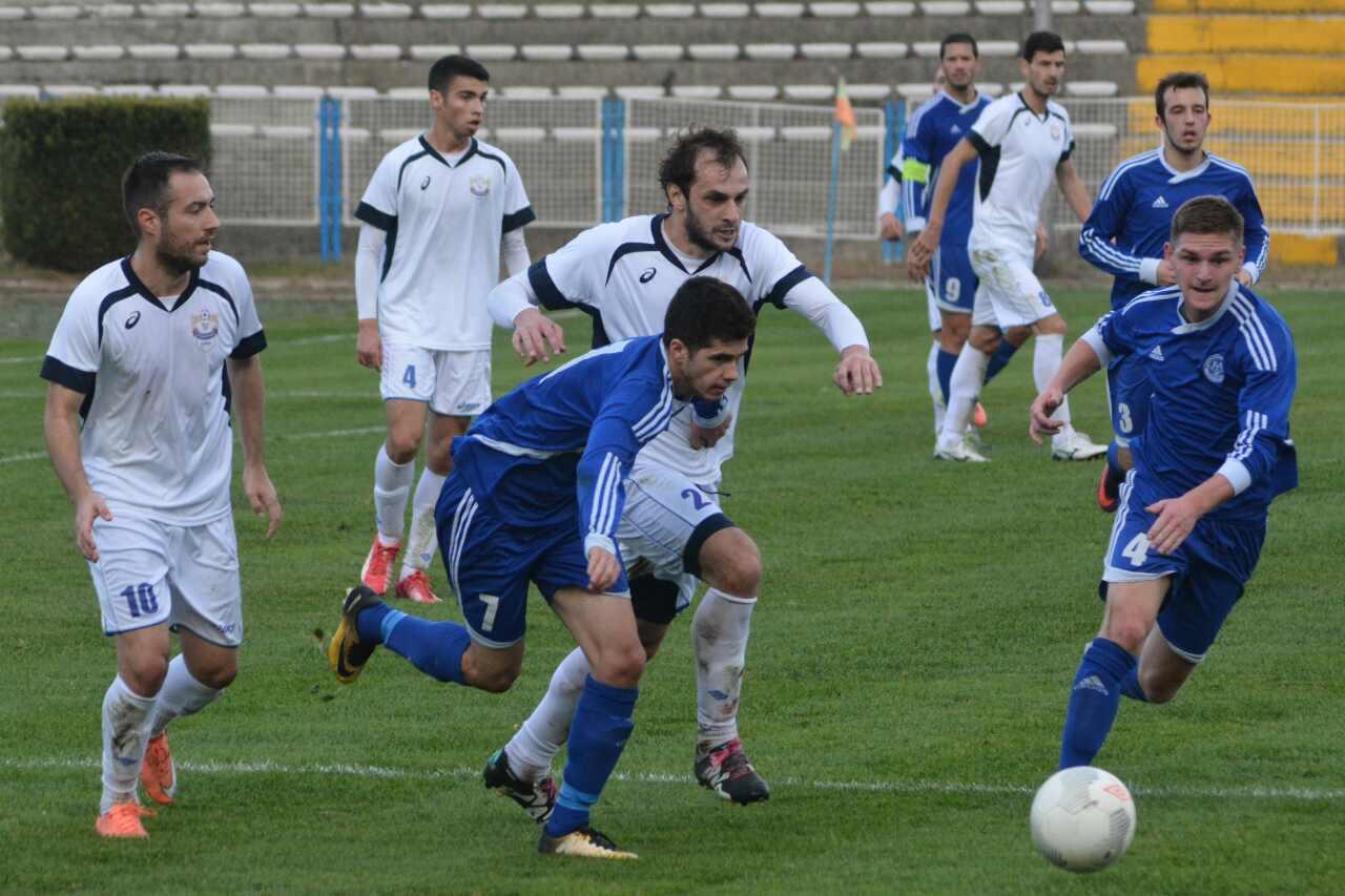 Photo of Beli igrali odlično ali sa dosta promašaja, promašen i penal. Trener Lazarević ipak zadovoljan igrom