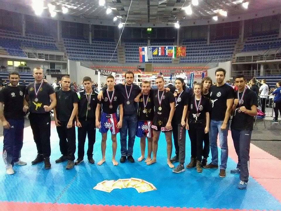 Photo of Devet medalja za pirotske kikboksere
