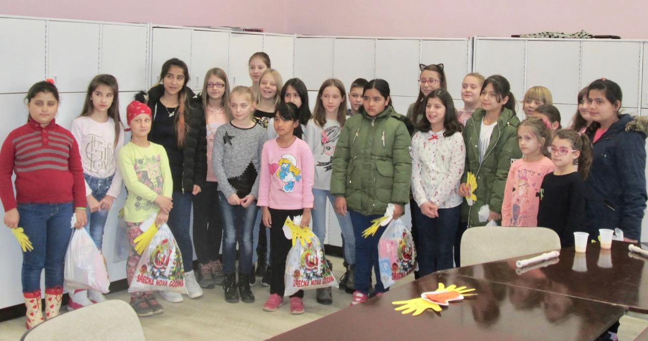 Photo of Pokloni migrantima – školarcima
