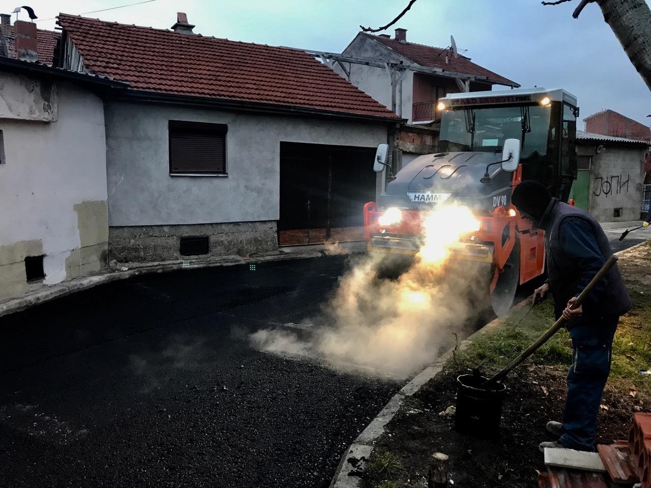 Photo of Asfaltiranje u ulici Dragoljuba Milenkovića za kraj veoma uspešne građevinske sezone