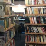 Predavanje američke profesorke u biblioteci u Pirotu