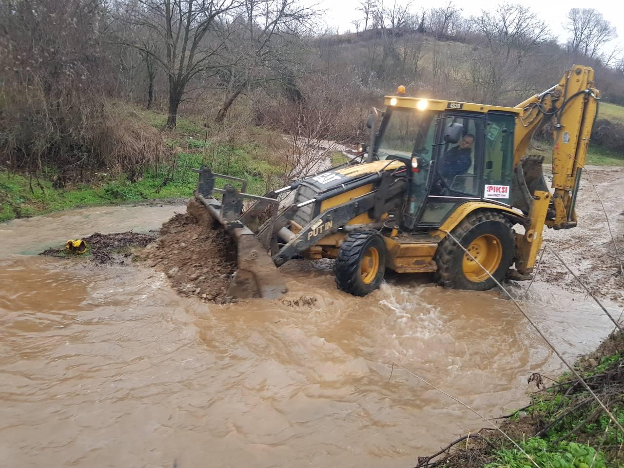 Photo of Bujica odnela nekategorisani put Berilovac – Izvor, reagovao Štab za vanredne situacije