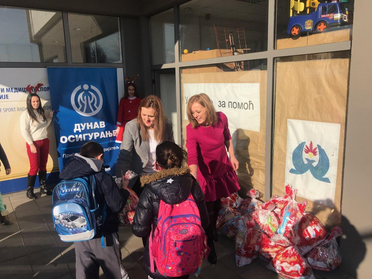 Photo of Predstavnici Dunav osiguranja darivali paketiće mališanima sa smetnjama u razvoju