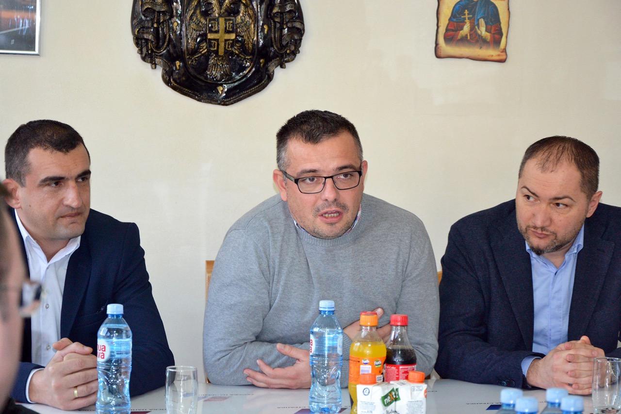Photo of Ministar Nedimović obišao GO SNS u Pirotu