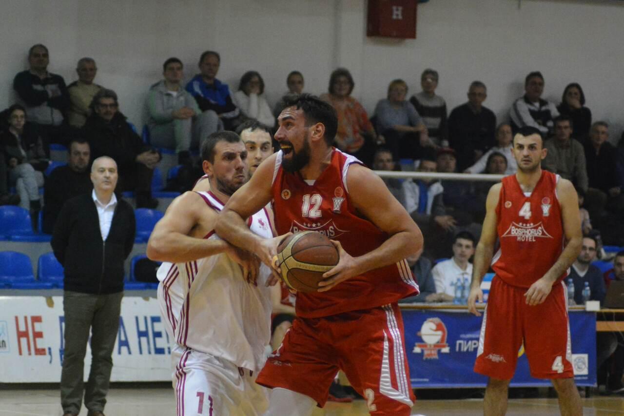 "Photo of Košarkaši Pirota nastavljaju sa pobedama – ""palo"" Smederevo 73:79, na redu Novi Pazar"