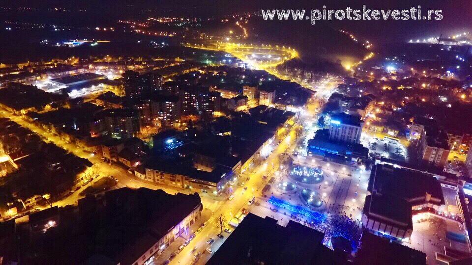 Photo of Pirot u novogodišnjoj noći (snimci iz vazduha)