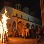 Paljenje badnjaka u Tijabarskoj crkvi