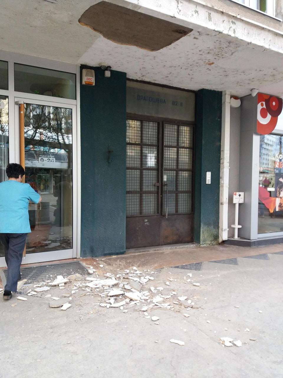 Photo of OPREZ: Dotrajale fasade u centru grada opasnost po prolaznike