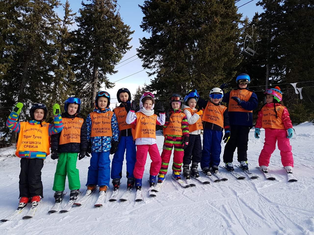 Photo of Preko 500 skijaša iz Pirota u dve smene na Pamporovu, 150 mališana naučilo da skija
