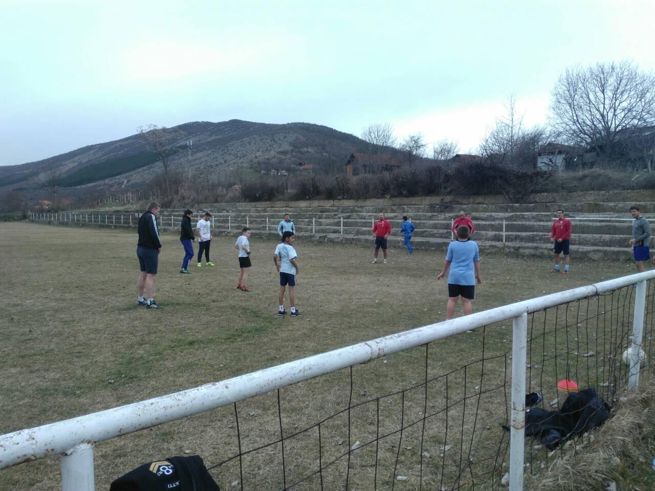 Photo of Božićna škola sporta i u okolnim selima – mališani iz Gnjilana treniraju fudbal