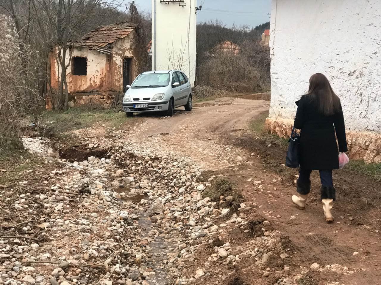 Photo of Bujica odnela put u selu Prisjan