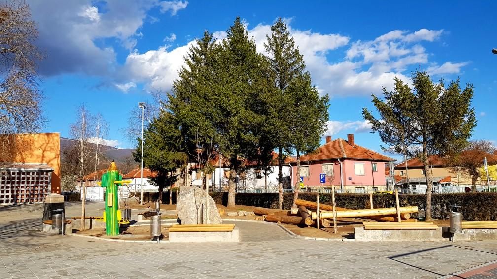 Photo of Još jedno uređeno dvorište škole po meri dece *FOTO*