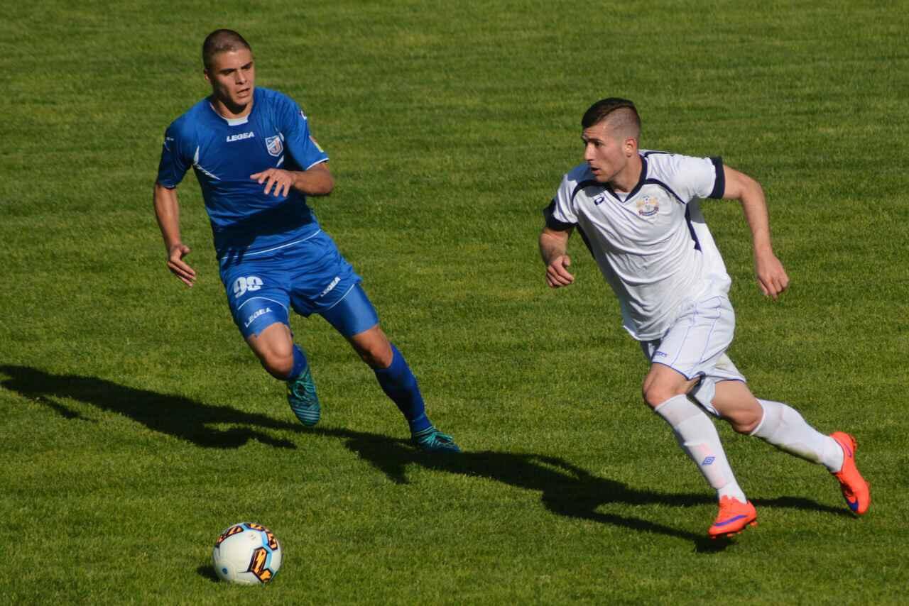 """Photo of Beli igrali nerešeno u Jagodini 0:0, od """"zone spasa"""" Radnički deli sedam bodova"""