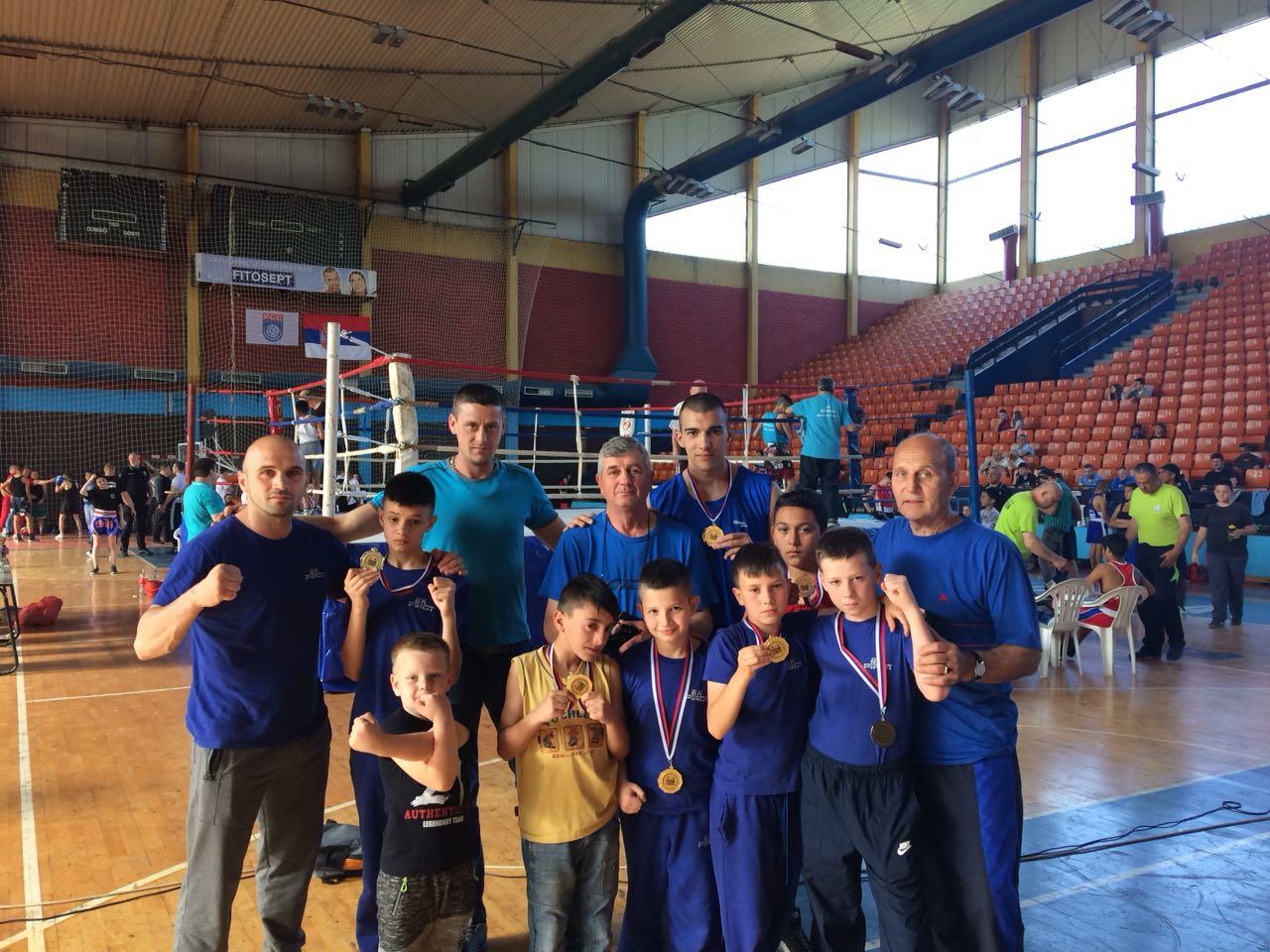 Photo of Šest zlatnih medalja za pirotske boksere