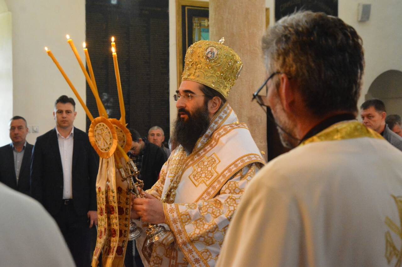 Photo of Vladika Arsenije služio jutros liturgiju  na Vaskrsni utorak u Tijabarskoj crkvi