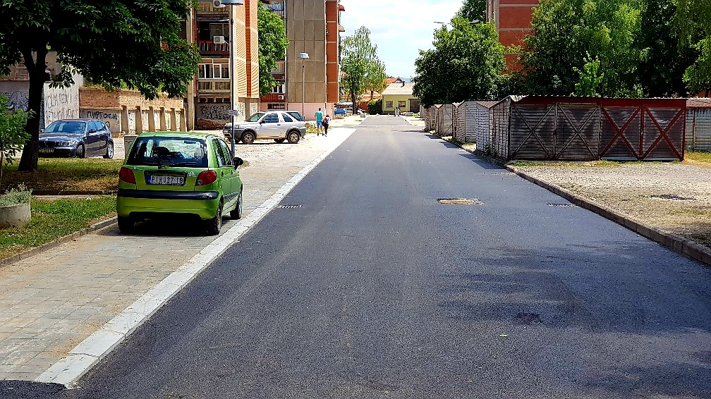 Photo of PRIJAVI PROBLEM: Parkiranje na trotoaru i javnim površinama!?