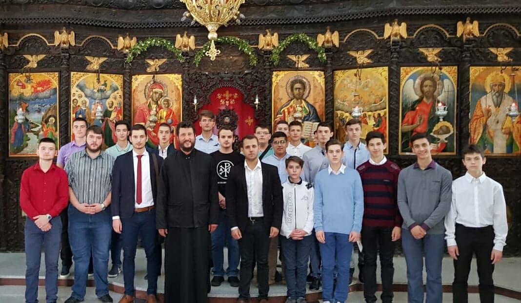 Photo of Učenici Srednje bogoslovske škole posetili svetinje Malog Jerusalima