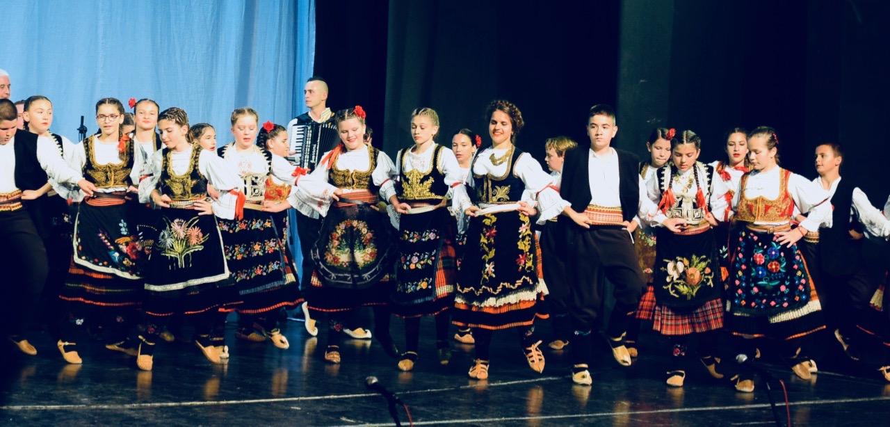 "Photo of Pirotski folklorci razgalili ""dupke punu"" salu Doma kulture"