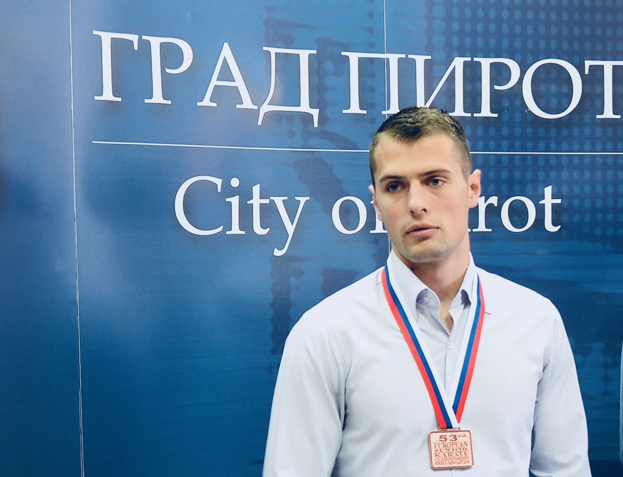 Photo of Neverovatna sportska priča Uroša Mijalkovića: Nedelju dana pre nego što sam postao prvak države, hteo sam da napustim karate zauvek