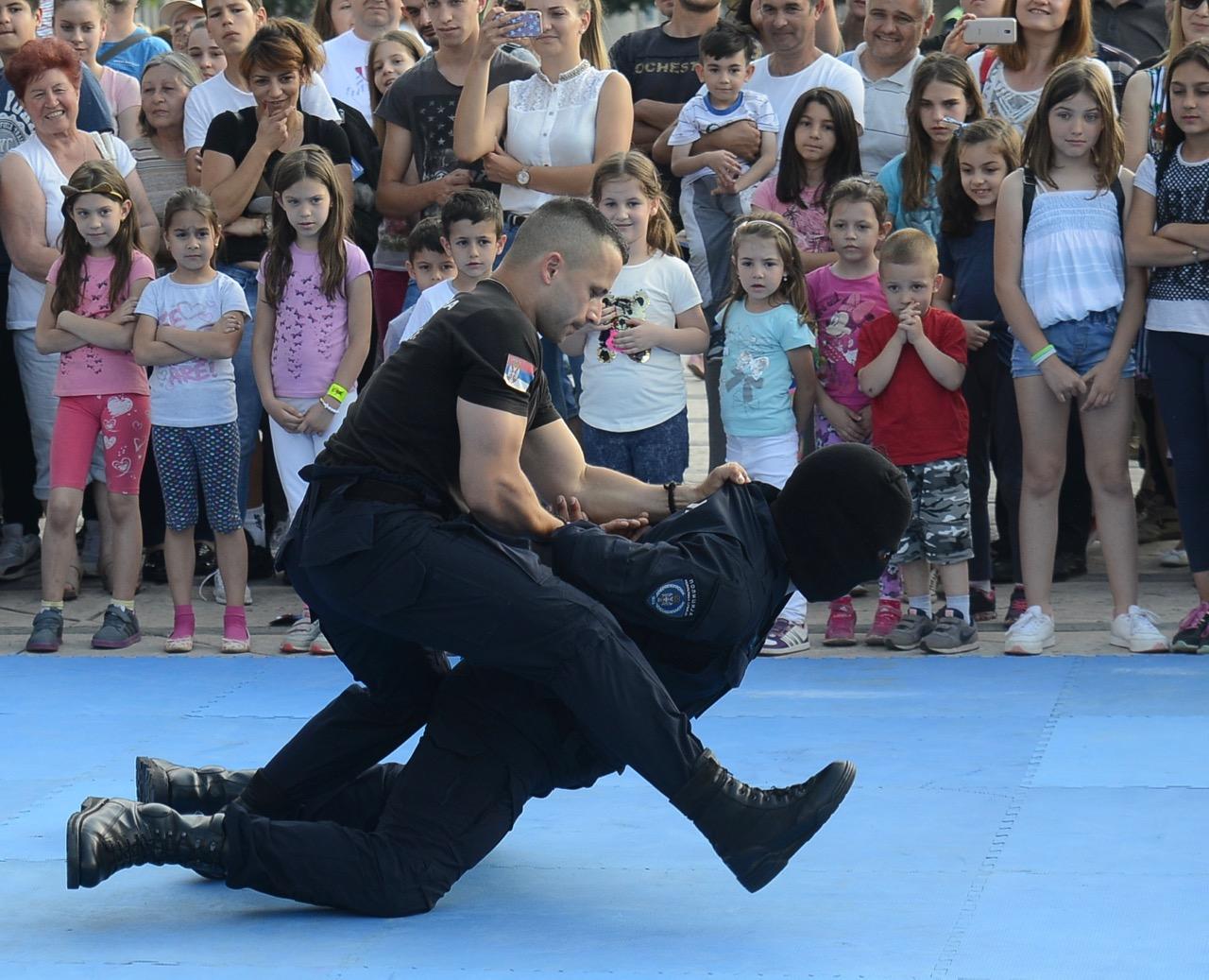 """Photo of Policijska uprava Pirot obeležila Dan policije, ovacije publike """"vratolomijama"""" pirotskih čuvara reda"""