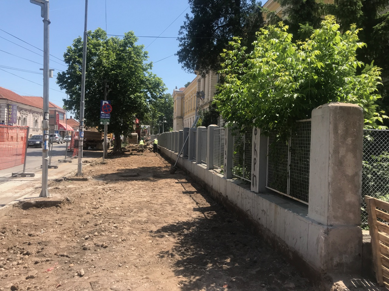 Photo of Uredjuju se trotoari kod Gimnazije u ulici Srpskih vladara