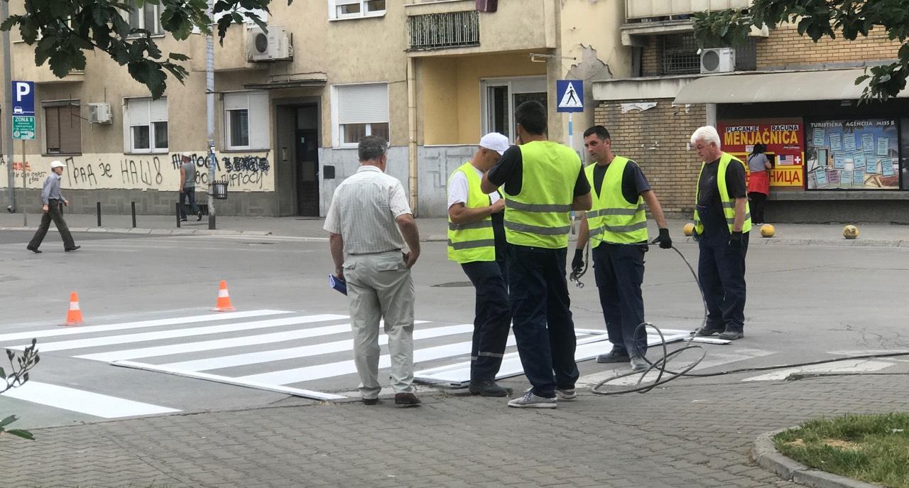 Photo of Obeležavanje horizontalne signalizacije u gradu