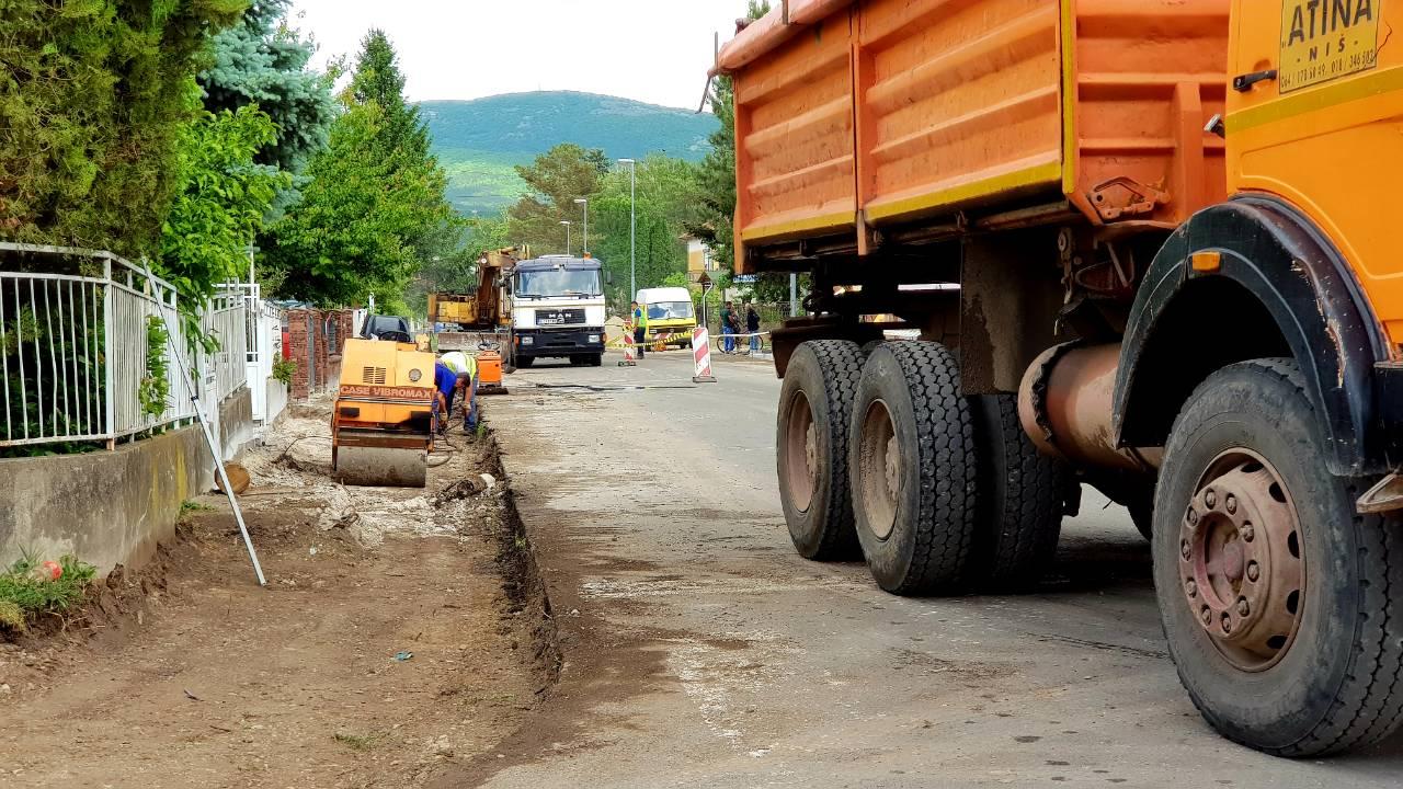 Photo of Počelo uređenje trotoara u Vojvode Stepe