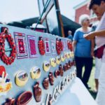 Hit suveniri iz Pirota – magneti u obliku pirotskog kačkavalja, peglane kobasica, niza suve pirotske paprike