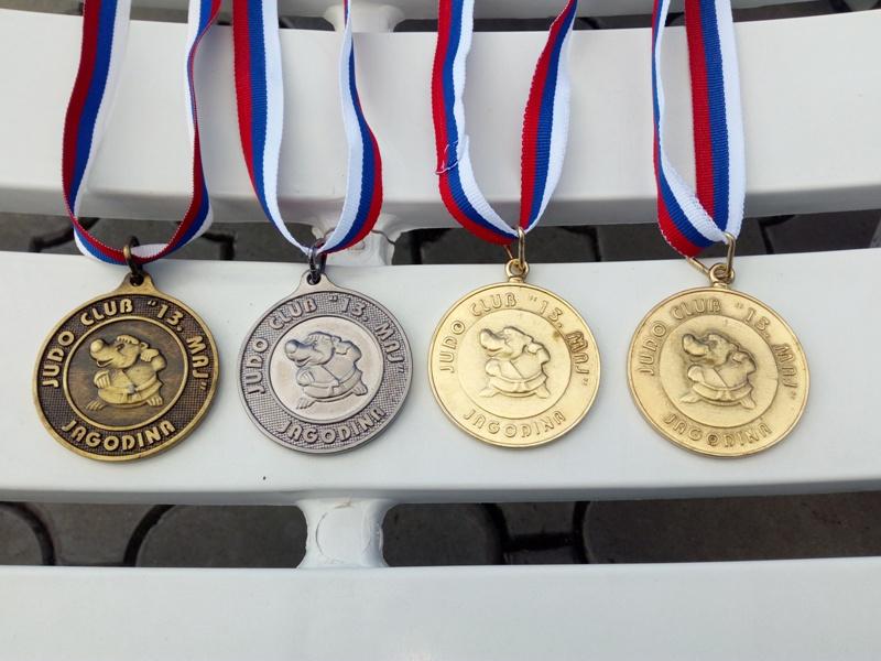 Photo of Džudisti odlični u Jagodini, na polusezoni 27 medalja, od toga deset zlatnih